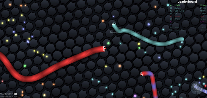 Ynef is playing Slitherio